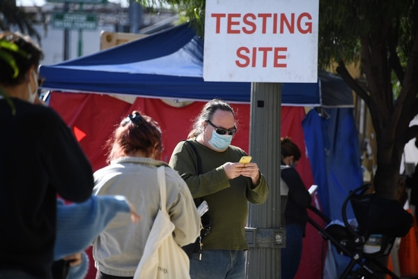 Aún no se sabe cuánto tiempo protege la vacuna de Pfizer. AFP