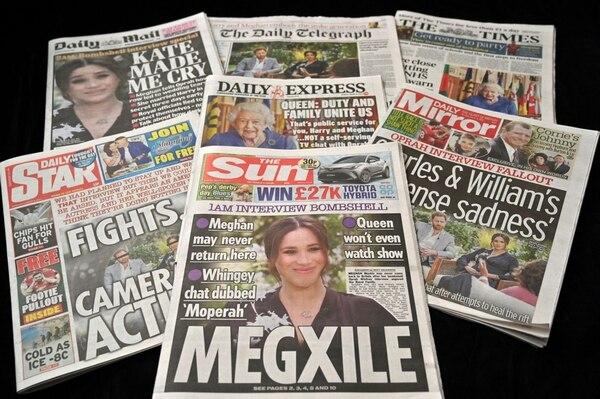 Las portadas de los periódicos ingleses fueron dedicadas a la pareja y sus fuertes declaraciones. AFP)
