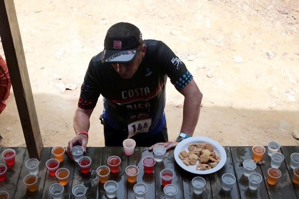 Llegar a hidratarse a la meta era un placer con el que muchos soñaban. foto Alonso Tenorio