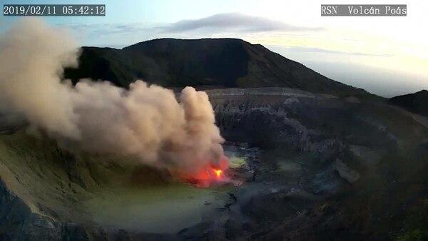 Los expertos están analizando el comportamiento del volcán. Foto: Facebook Red Sismológica Nacional