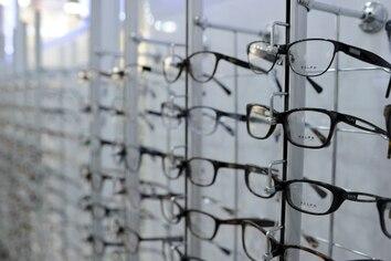 Los lentes progresivos son perfectos para quienes necesiten ver de cerca o de lejos sin cambiar sus anteojos. Fotos: Jorge Navarro