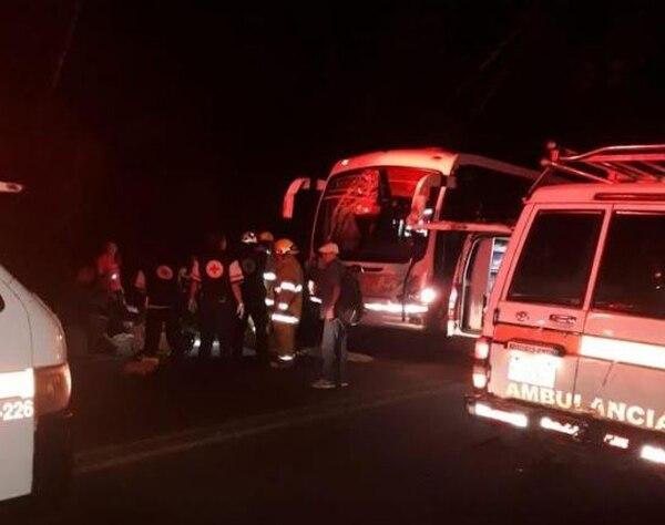 Una joven y un hombre fallecieron en el accidente. Foto: Cuerpo de Bomberos