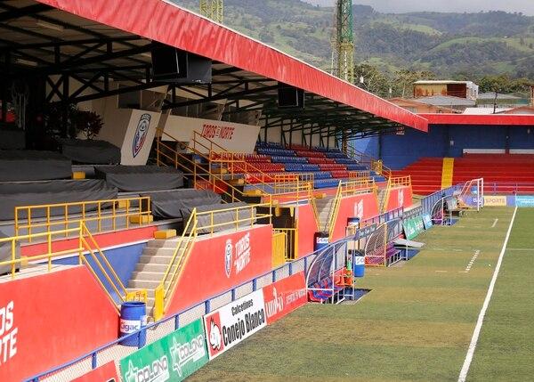 El estadio Carlos Ugalde en San Carlos será uno de los puntos en el que se podrá ver la final mediante pantallas. Foto: Albert Marín.