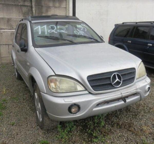 Este vehículo Mercedes Benz ML270CDI 2002 tiene un monto base de ₡700.000 más I.V.A. Cortesía