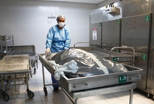 Mucha gente se siente confiada y ha dejado de lado las medidas sanitarias. Foto: AFP.