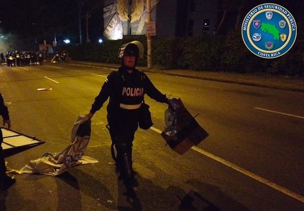 Este jueves la policía tardó una hora para restablecer el orden. Foto: MSP.