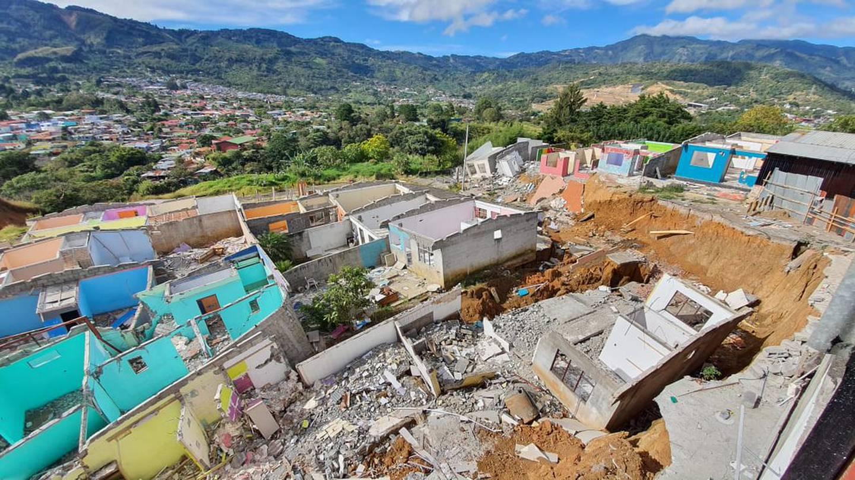 La zona que cedió ante el deslizamiento ocurrido en esa urbanización de San Miguel, Desamparados, coincidió con lo previsto un año antes en un estudio de la UCR. Foto. CNE.