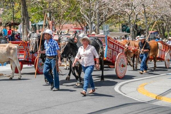 En los desfiles de boyeros es común observar las hermosas carretas decoradas. Foto Jeffrey Zamora