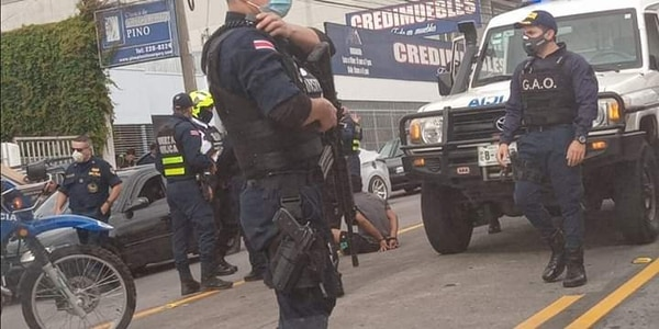 A los tráficos les decomisaron las armas como parte de la investigación. Foto: Cortesía.
