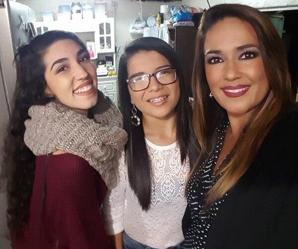 Ariel y Daniela son los dos grandes tesoros de la presentadora de televisión. Foto tomada de Facebook