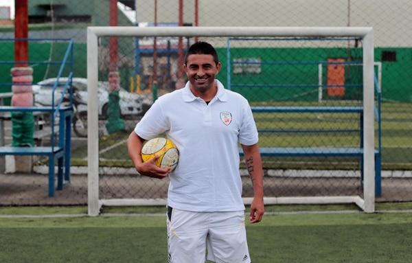 Carlos Hernández fue conocido por la potencia con la que anotaba goles de tiro libre o media distancia. Alonso Tenorio