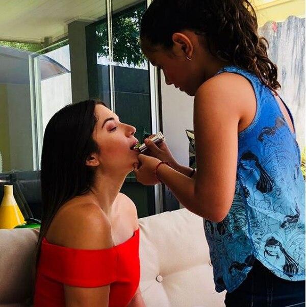 Se nota que la presentadora se lleva muy bien con sus hijastras. Instagram