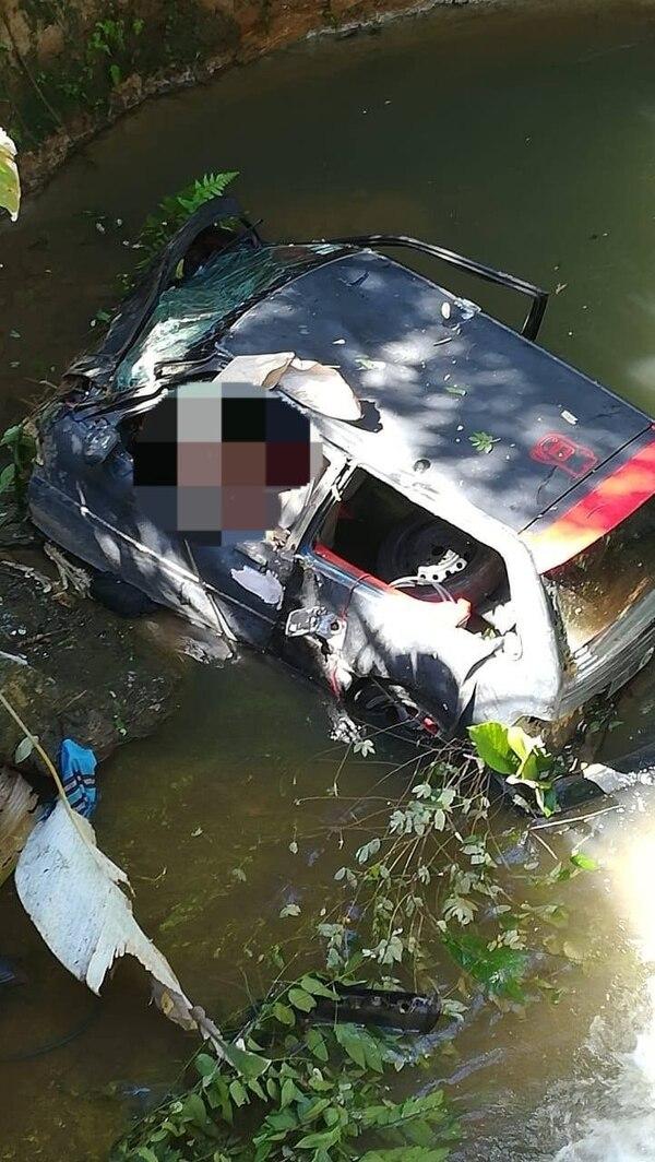 El carro quedó destruido por el fuerte impacto. Fotos: Suministradas por Alfonso Quesada