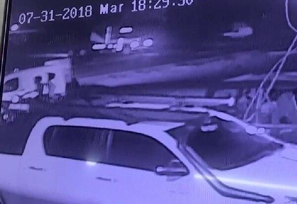 Al lado izquierdo de la fotografía se nota donde quedaron los pistoleros que mataron a Luis Antonio Ríos y de William Chévez. Foto: Suministrada por Reiner Montero