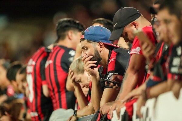Los aficionados manudos no podían creer la noche de terror que vivieron el 21 de diciembre en su estadio. Foto: José Cordero