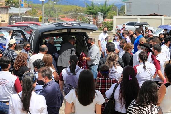 La comunidad acompañó hasta el final a la familia. Foto: Rafael Pacheco