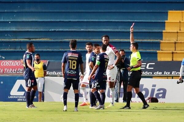La expulsión de Róger Rojas generó mucha polémica este domingo anterior. Foto Alonso Tenorio