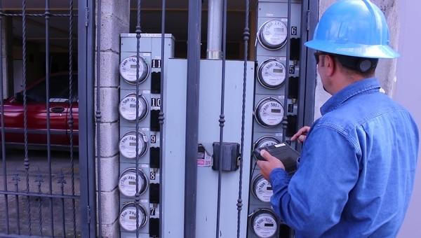 Medio millón de clientes de la CNFL pagarán menos por la electricidad. Fotografía: Cortesía.