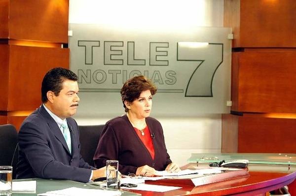 El presentador confesó que le gustaba más reportear que presentar las noticias pues le agrada tener contacto directo con la gente. Archivo