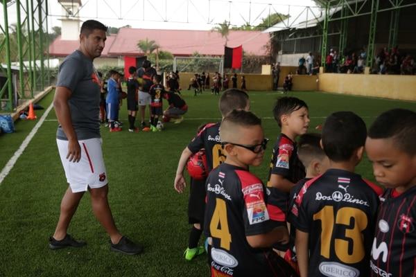 En el 2016, el Zorro abrió una escuela de fútbol en San Miguel de Escazú. foto Rafael Murillo