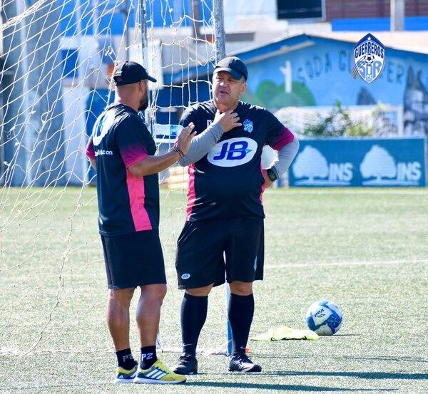 Johnny Chaves tendrá su primer duelo al frente de Pérez, pero en caso de ganar no puede empezar a repartir abrazos. Foto: Cortesía Prensa Pérez Zeledón