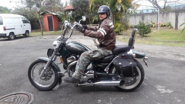 Angelo Rojas, sobrevivió a un fuerte accidente de tránsito cuando iba en moto y un tráiler le invadió el carril en Quepos. Foto: Cortesía Angelo Rojas