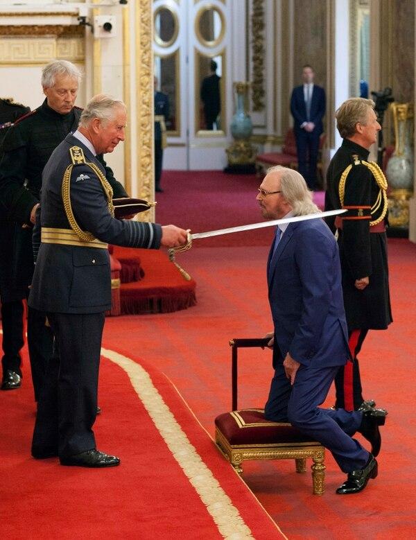 La ceremonia tuvo lugar en el palacio de Buckingham. AP