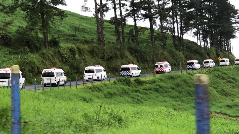 la CCSS, por segunda vez en esta semana, realizó un megatraslado por covid-19, en este caso 14 pacientes que se encontraban internados en el hospital San Carlos, el 12 de agosto del 2021