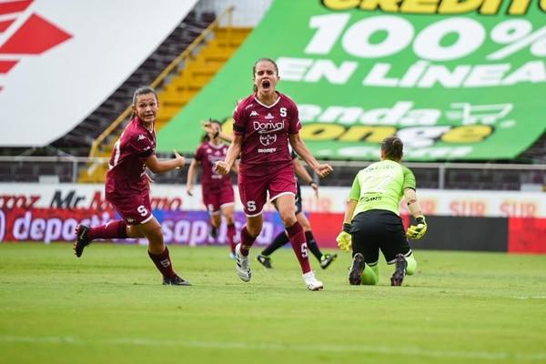 Katherine Alvarado tiene medida a la Liga, le ha anotado tres goles en este torneo. Foto: Saprissa.