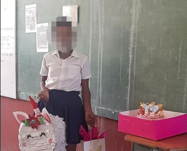 Esta es la primera vez que a la niña le celebran el cumpleaños, llevaron piñata, comidas y hasta un regalo solo para ella. Foto: Cortesía para LT