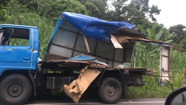 La fuerza del golpe fue tal que dejó a los carros destrozados. Foto: Reiner Montero.