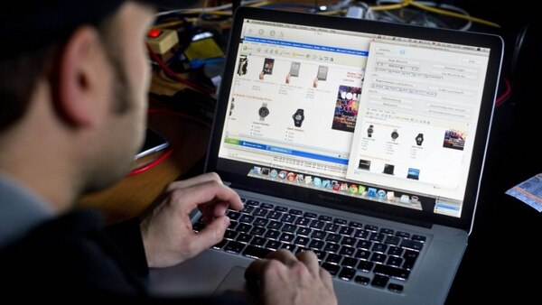 Siga haciendo tranquilo sus compras chinas por Internet, no hay peligro de contagio. Foto AFP.