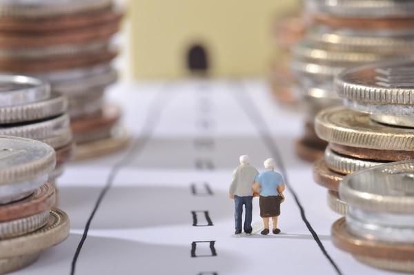 Proyecto de ley busca cobrar un impuesto a los intereses que ganan las pensiones, lo que disminuiría el monto en un 10%. Foto: Shutterstock.com
