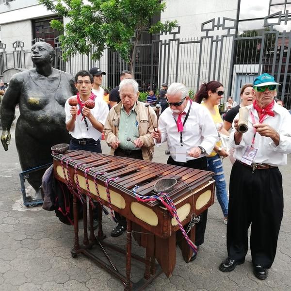 La marimba Costa Rica tiene 30 años de creada, es de los alajueliteños Rolando Jiménez, José Antonio Zapata, Víctor Cordero y Felipe Basto. Foto Eduardo Vega Arguijo.