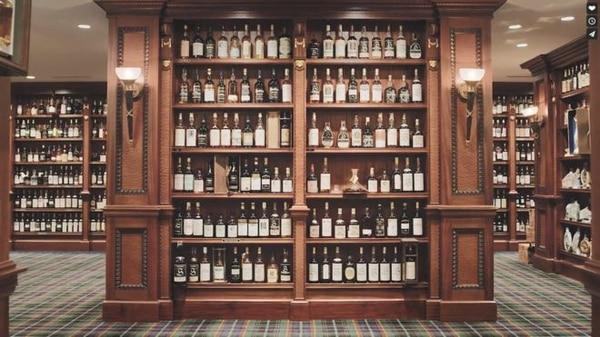 El gringo tenía un cuarto para rajar con su colección. Foto: Whisky Auctioneer