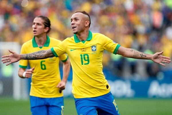 Everton (19) también echó su golcito en la portería de Perú, en la manita brasileña contra los incas. AFP