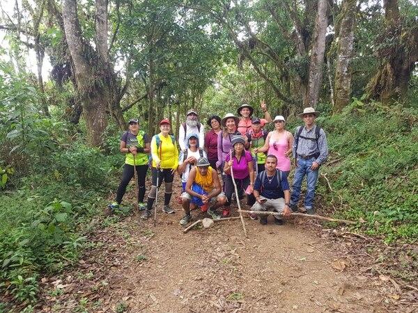 Las caminatas son una oportunidad para hacer deporte y conectarse con la naturaleza. Foto: Cortesía.