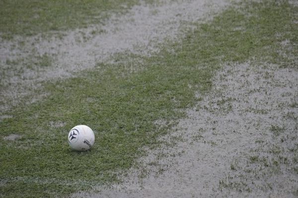 Era imposible que la bola corriera en esas condiciones. Foto: John Durán