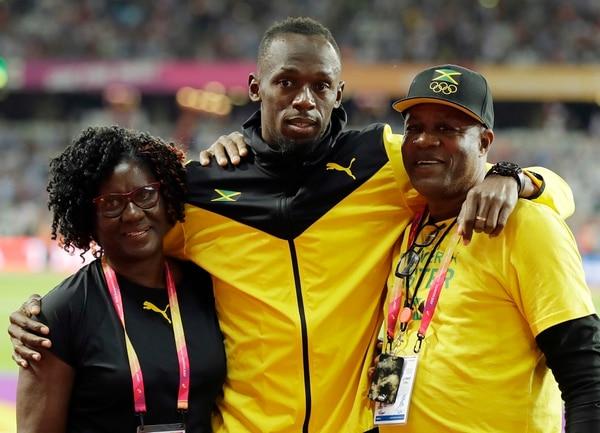 Acompañado por sus padres, Usain dio sus últimas palabras como atleta. Foto: AP