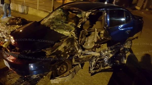 El carro quedó destrozado. Foto: Cortesía de Accidentes de Costa Rica