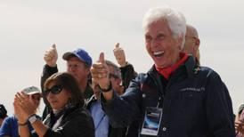Exaviadora de 82 años viajará al espacio en julio