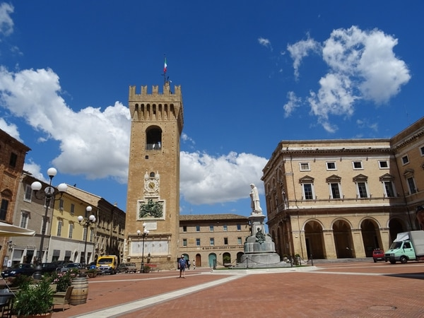 La ciudad de Recanati, donde podrá votar Lio Messi en las elecciones italianas de mayo, es conocida como la ciudad de la poesía. Foto Blog Nubes Viajeras