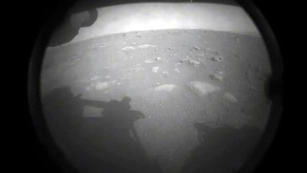Esta fue la primera imagen que llegó este jueves de Marte. Foto: AFP