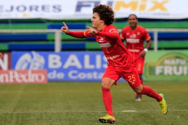 Jordy Hernández es uno de los juveniles de buena participación con los florenses. Foto: Rafael Pacheco