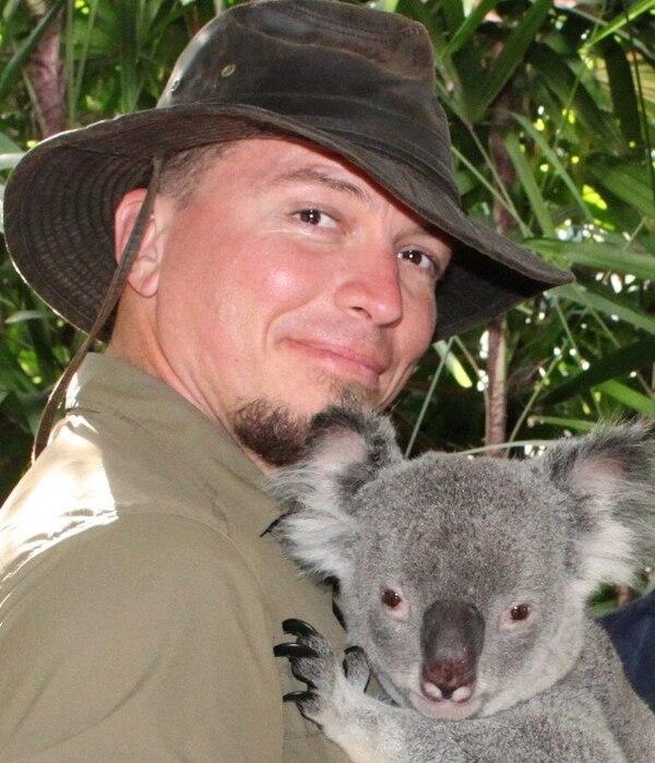 Christopher ha estado en lugares alejados como Australia, repartiendo conocimientos como biólogo. Foto: Cortesía.