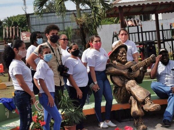 La escultura fue promovida por la Asociación de Mujeres Empresarias de Cahuita. Foto cortesía Laura Chaves.