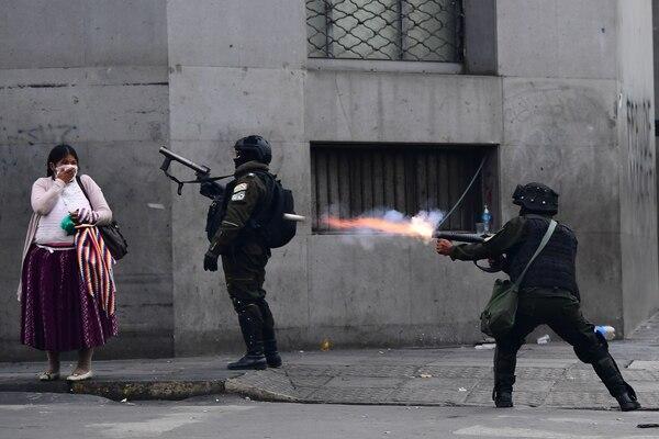 Los balazos y los actos violentos en las calles de la Paz y el resto de Bolivia era cosa de todos los días, situación que tenía con mucha tensión a la familia de Leonel Moreira. Foto: AFP.