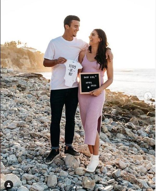 La futbolista Alex Morgan y su pareja Servando Carrasco esperan a su primera hija para abril. Tomado de Instagram