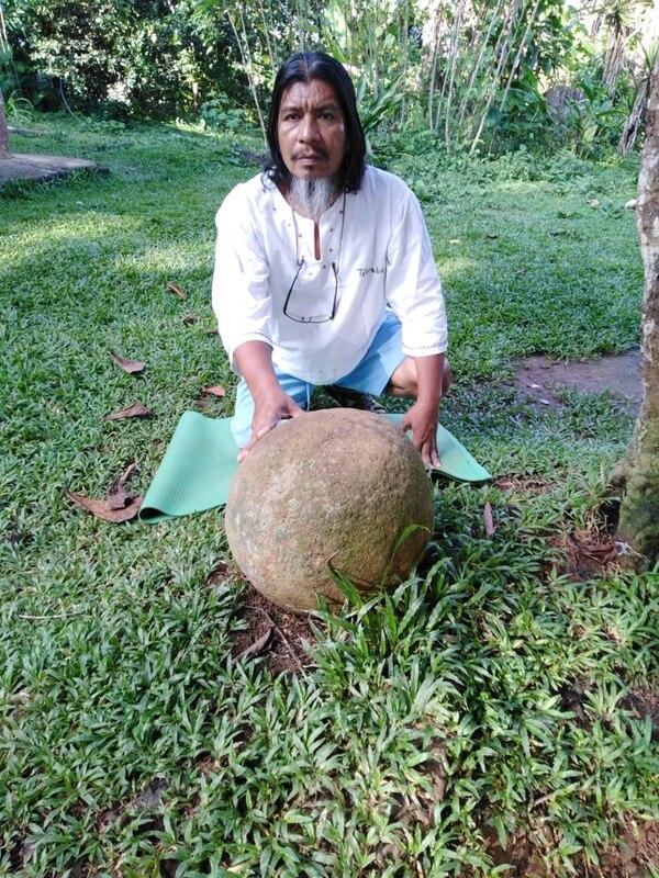Paulino espera que en algún momento todas las esferas de piedra regresen a la Zona Sur del país, porque de ahí son originarias. Cortesía.
