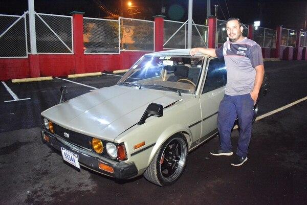 Este Toyota Corolla 1981 es de dos puertas, que son más difíciles de encontrar. Es el orgullo de Diego. Foto: Shirley Vásquez.